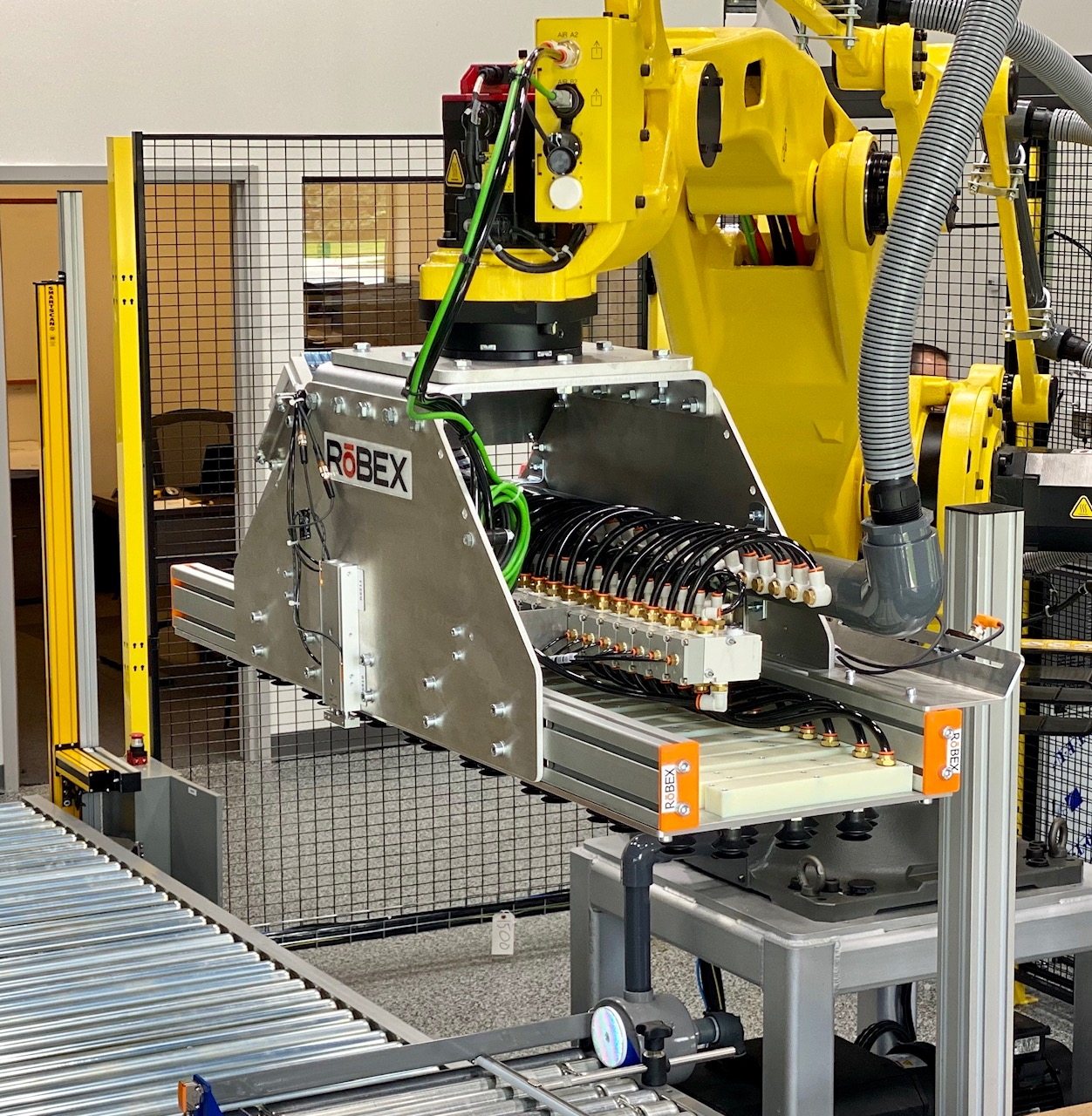 The Robex Staxx palletizer is offered on the Flexx Machine-as-a-Service program.
