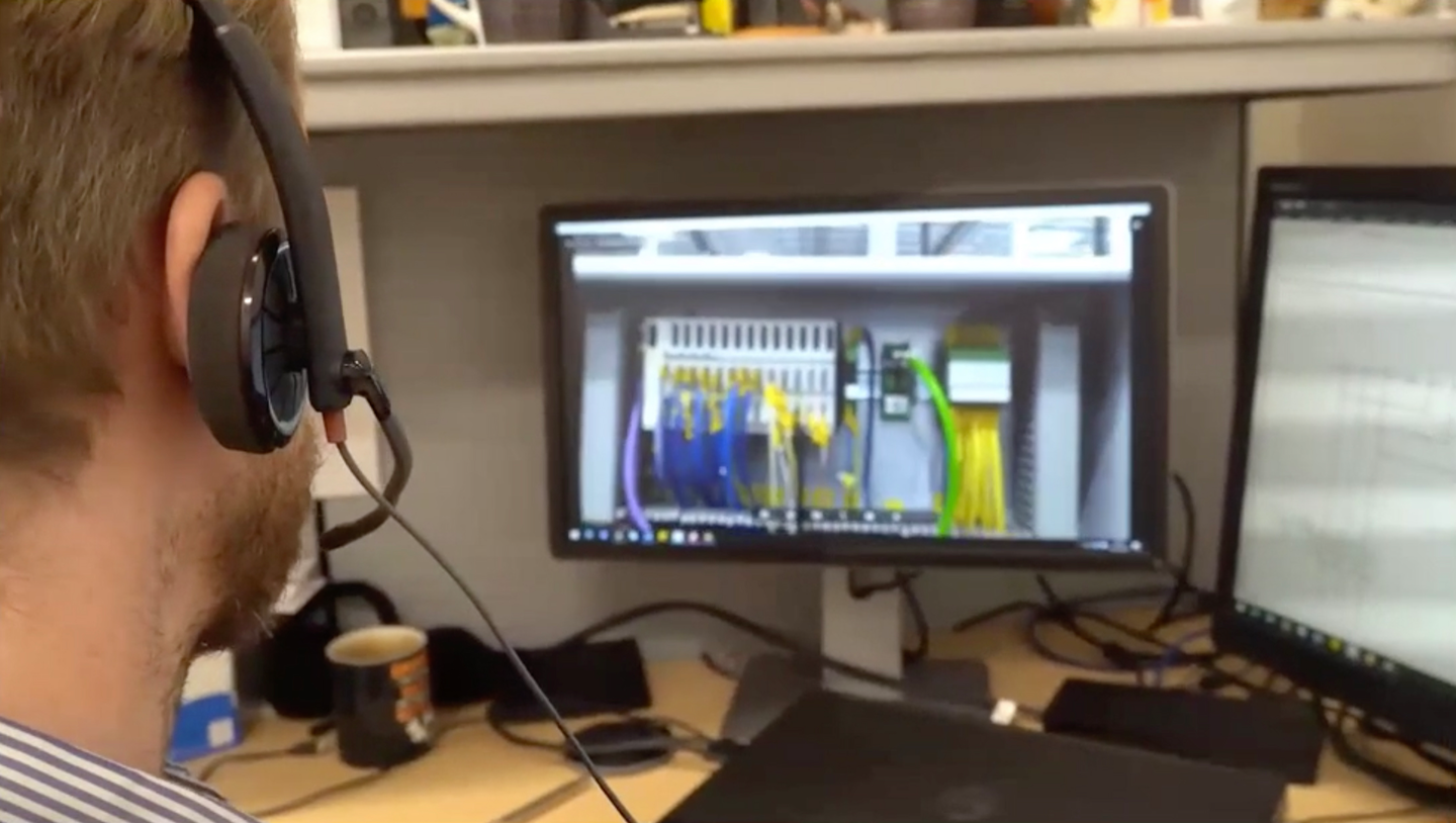 A hotline technician at Beumer can see what the operator sees, walking them through the troubleshooting process.